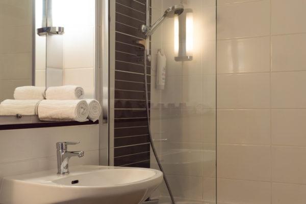 newbrand-6406-salle-de-bain-superieure-grand-lit-7529